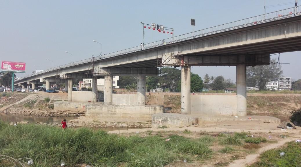 Pont de l'amistat, frontera Tailàndia - Birmània.