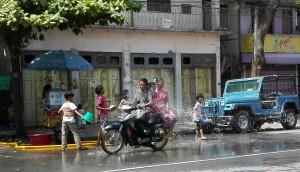 Festival de l'aigua, particular, casolà, lluny de les grans aglomeracions i escampats arreu de la ciutat