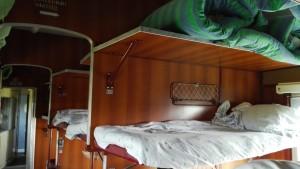 El tren, els llits...