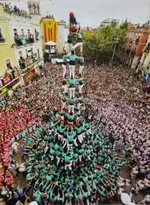 4 de 10 amb folre i manilles dels Castellers de Vilafranca