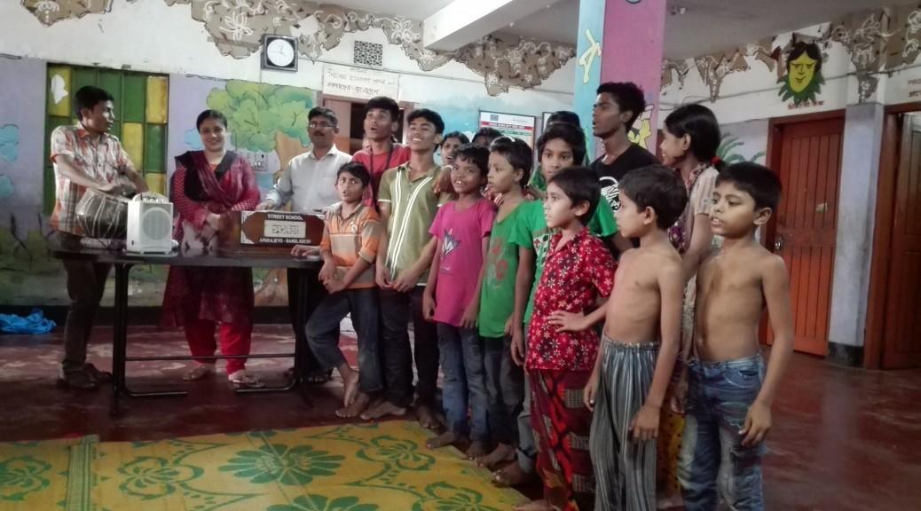 Els nens cantant