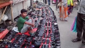 Chittagong, qualsevol lloc és bo per muntar la botiga. Al mig del carrer, de la vorera, d'una cruïlla...