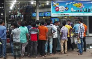 Comilla, homes mirant partit de cricket