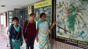 Jenn amb Angela, la directora de Banchte Shekha i Margaret, del seu equip