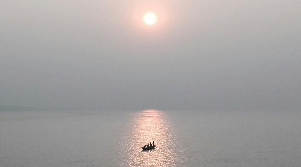Fent-se de dia sobre el gran riu Padma