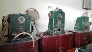 Maquinària de museu a l'estació de tren de Jessore
