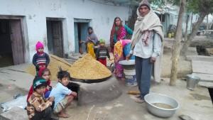 Família torrant arròs