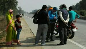 Jenn parlant amb la premsa de Bihar, segons ens diuen i així es presenten