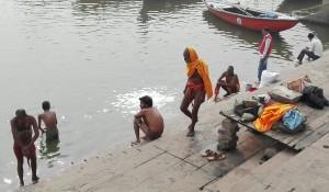 Vida als ghats de Benarès