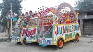 Si voleu fer un cercavila musical heu de venir a Biruha o Moazamnagar on tenen una gran varietat d'aquests carros a punt per amenitzar qualsevol festa