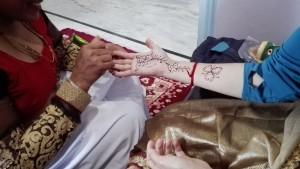 Jenn decorada amb henna