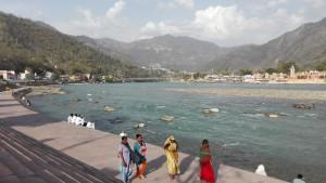 El Ganges i ses lleres preparades per passejar molt a gust i banyar-se als ghats
