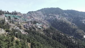 Shimla despenjant-se per les muntanyes