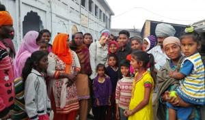 Aquest matí hem tingut un bany de masses al més pur estil de Bangladesh. Feia temps que no ens sentíem tant, tant aclaparats