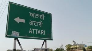 Finalment Attari! Després d'aproximadament 2.500 quilòmetres caminats a través d'Índia, aquí finalitzem la nostra ruta a peu. Ja tenim Índia al sac!