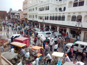 Typical noisy, crowded Indian street