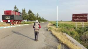 Hola Iran. Anem a per tu. Aquí a Sarakhs, tocant la frontera amb Turkmenistan comencem la nostra travessa a peu i cap a l'oest fins a Azerbaidjan