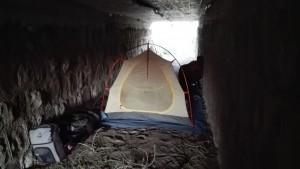Dormint sota un pont, un molt bon refugi vist el panorama de fora