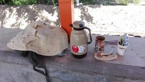 Després d'una divina aigua fresca, el pa i el cafè també son gentilesa d'aquests generosos iraniàns