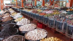 Al poble de Faruj les botigues son així d'espectaculars. És la capital dels fruits secs