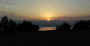 Des de gairebé el mateix punt que la foto anterior, una altra sortida de sol sobre el Caspi, il·luminant els pics nevats