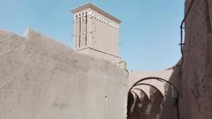 Carrer, arcs i torre de vent