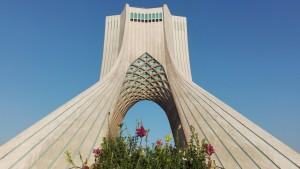 Monument Azadi (Llibertat) amb flors
