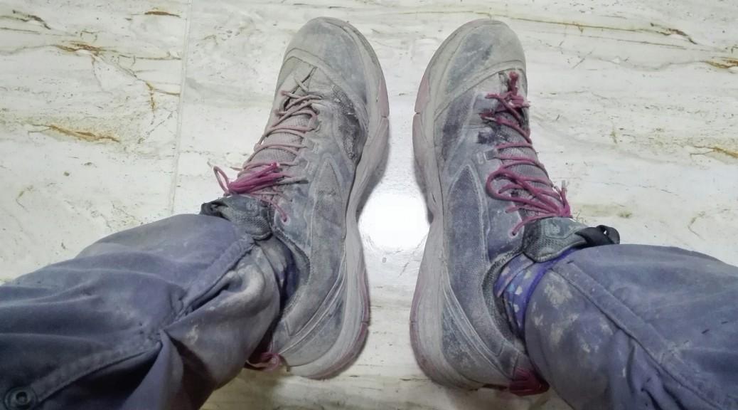 Les botes després de 38 quilòmetres de grava, pedres, terra, sol, calor i pols, i pols i més pols