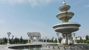 Font i porta al parc principal de Ganja