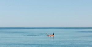 Gaudint del mar Negre amb un preciós dia assolellat