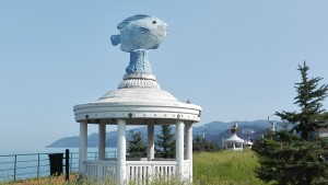 Passeig marítim de Kesap amb figures 'curioses'