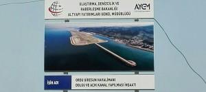 Aeroport Ordu - Giresun. Cartell i foto amb vista general