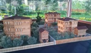Aquesta maqueta rememora com eren la majoria de les cases a Bartin. Aquestes joies de fusta que vaig començar a veure per allà Abana, eren majoria a la ciutat. Malauradament en resten molt poques