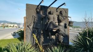 A l'entrada de Çaycuma tenen aquest monument