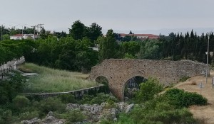 Feres, el que sembla un molt antic aqüeducte