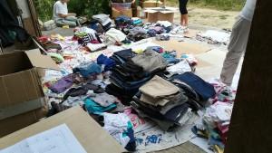 Recepció de les caixes de roba i primera catalogació