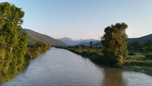 Riu Vardar que arriba des de la vall, cap a on anem nosaltres