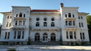 Bonic edifici molt degradat