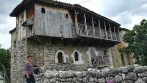 Casa antiga al poble de Klos Katund