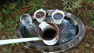 Cafè i rakia, la base de la socialització a bona part d'aquesta zona del món