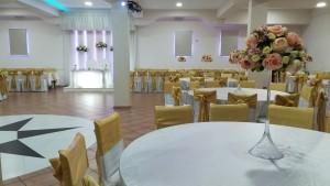 Sala casaments, amb decoració molt... local