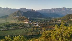 Mini Virpazar amb el llac Skadar a esquerra i més muntanyes a dreta
