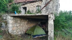 L'últim dia a Montenegro toca tornar a cercar un lloc protegit per passar la nit doncs una altra tempesta ens ha passat per sobre