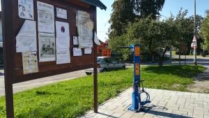 A alguns pobles hem vist aquestes estacions d'autoservei per reparació de bicicletes. Els felicitem per aquesta iniciativa