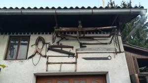 Antigues eines de treball, ara decoratives de les façanes
