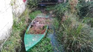 Barca feta servir com a torreta per plantes