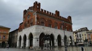 Piacenza, plaça Cavalli amb el palau Gotico