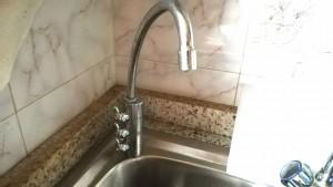 Aixeta triple. 1a, aigua potable filtrada normal. 2a, aigua potable filtrada fresca, 3a, aigua potable filtrada amb gas