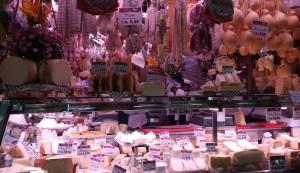Mercat de menjar. Varietats de formatges