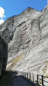 Una gran, alta i estreta gorja de roca